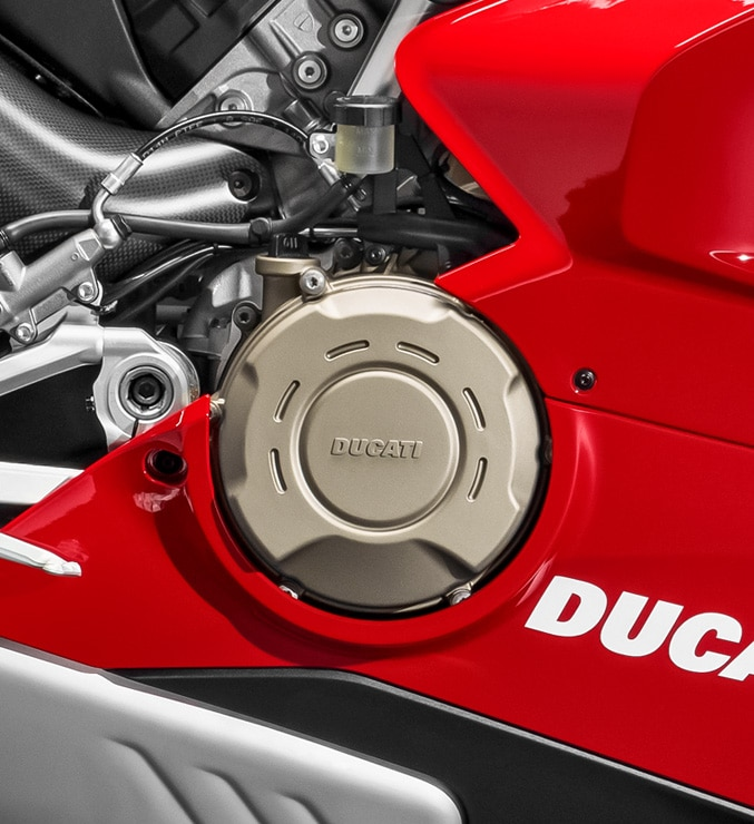 Panigale-V4-R-MY19-Red-01-Motore-Carousel-677x740